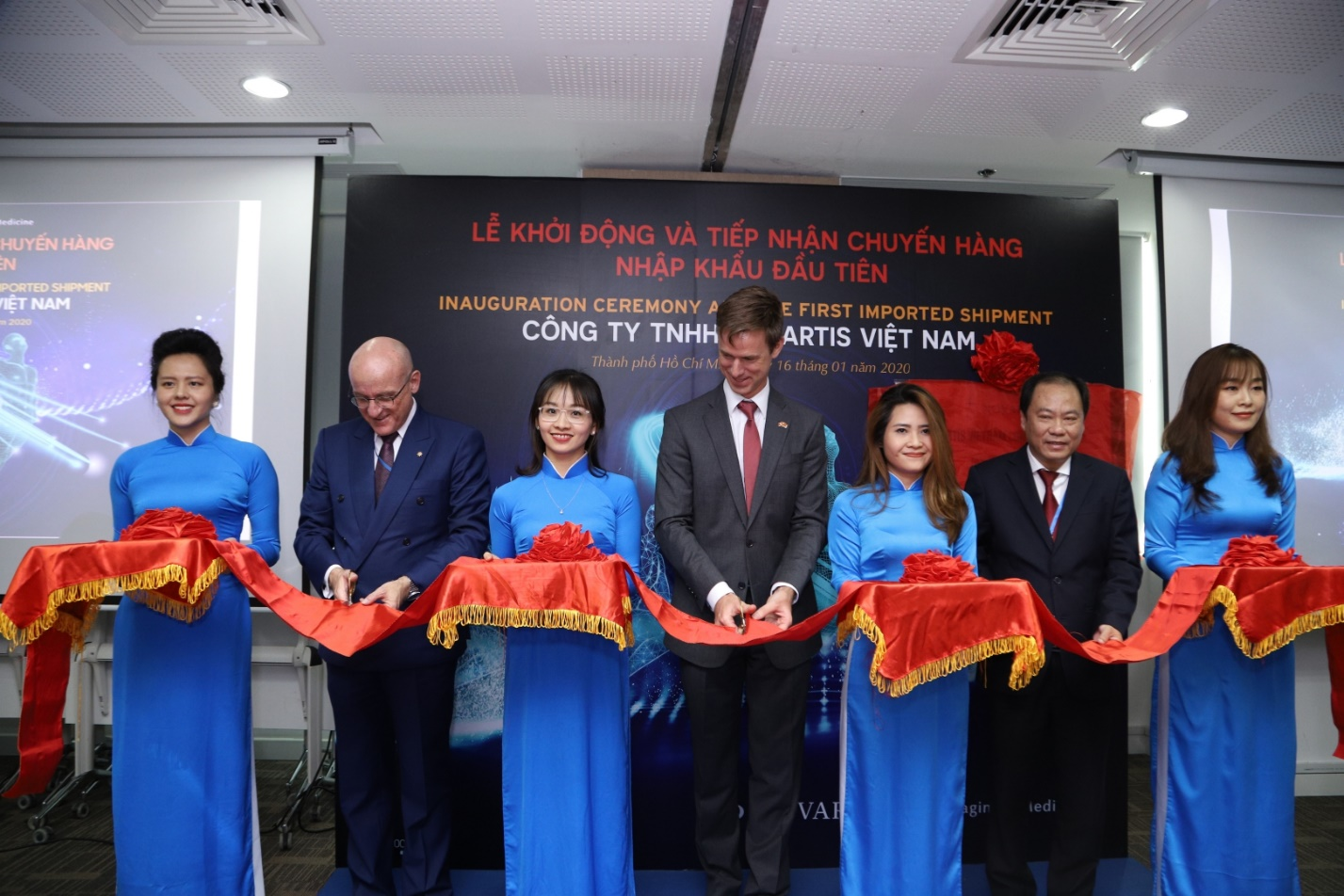 At the event, Novartis announced the arrival of the first import shipment of Novartis medicines at a port in Ho Chi Minh City.