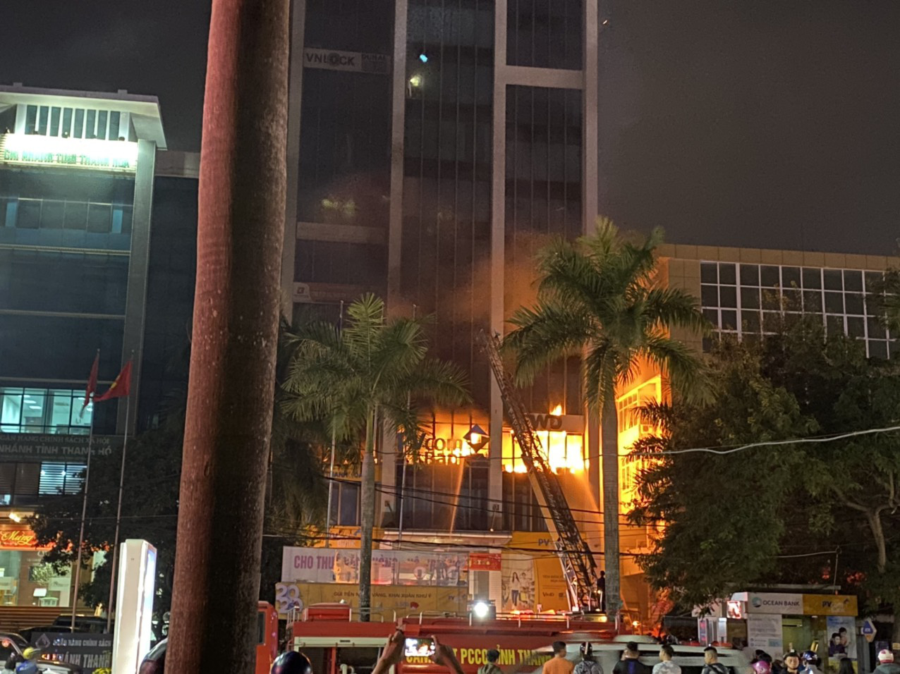 The fire breaks out at the 14-story building in Thanh Hoa Province on January 16, 2020. Photo: Binh An / Tuoi Tre
