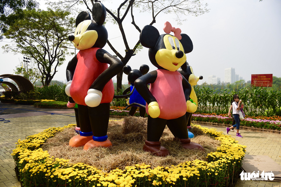 Rat statues are erected at the spring flower festival in Phu My Hung, District 7, Ho Chi Minh City. Photo: Quang Dinh / Tuoi Tre
