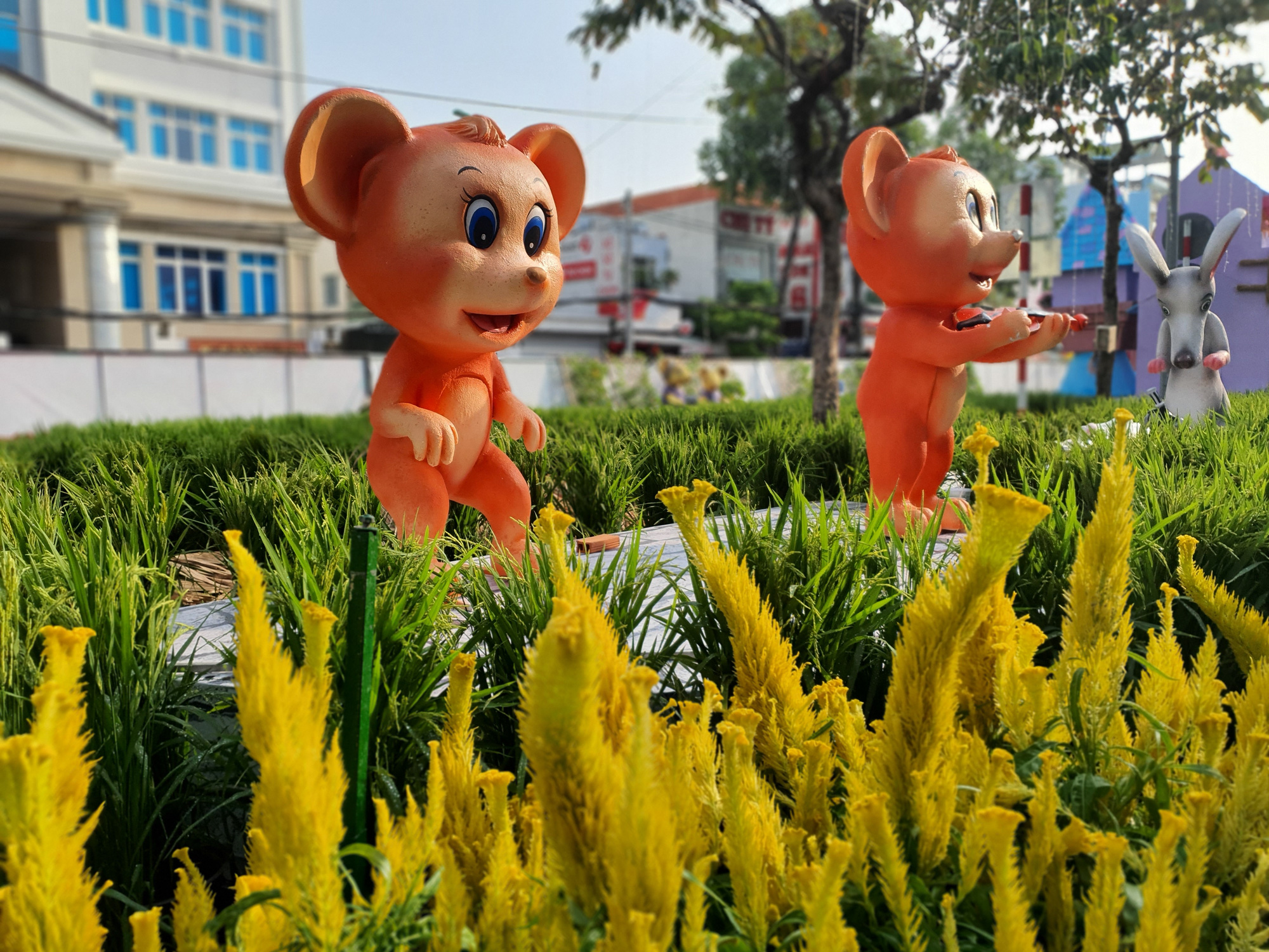The 2020 Can Tho Flower Street is being assembled in Can Tho City, Vietnam. Photo: Chi Quoc / Tuoi Tre