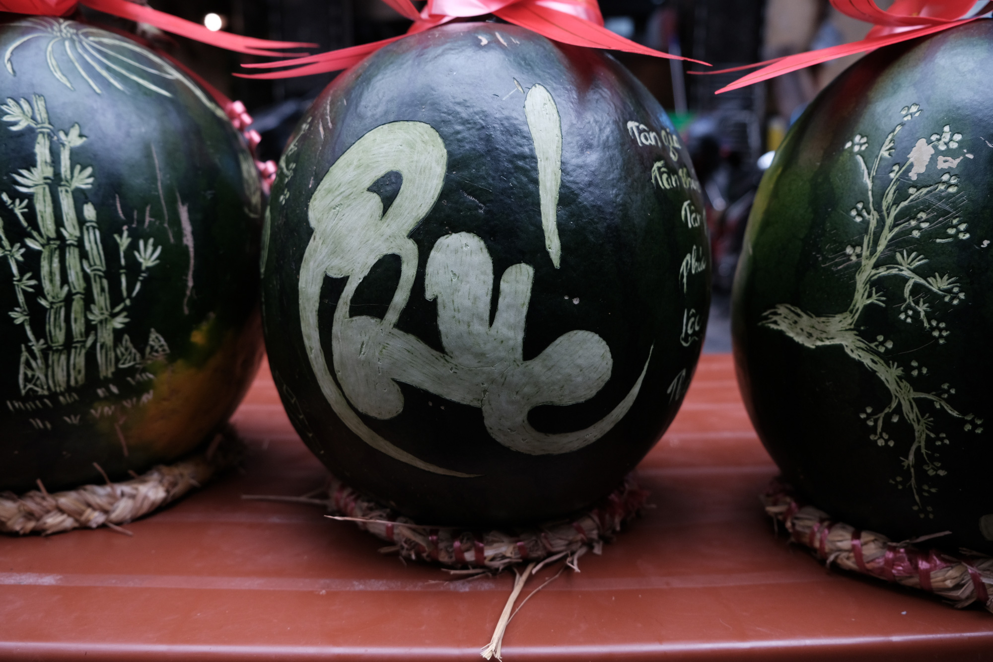 Calligraphic watermelons are sold at the Hang Luoc flower market in Hoan Kiem District, Hanoi. Photo: Mai Thuong / Tuoi Tre