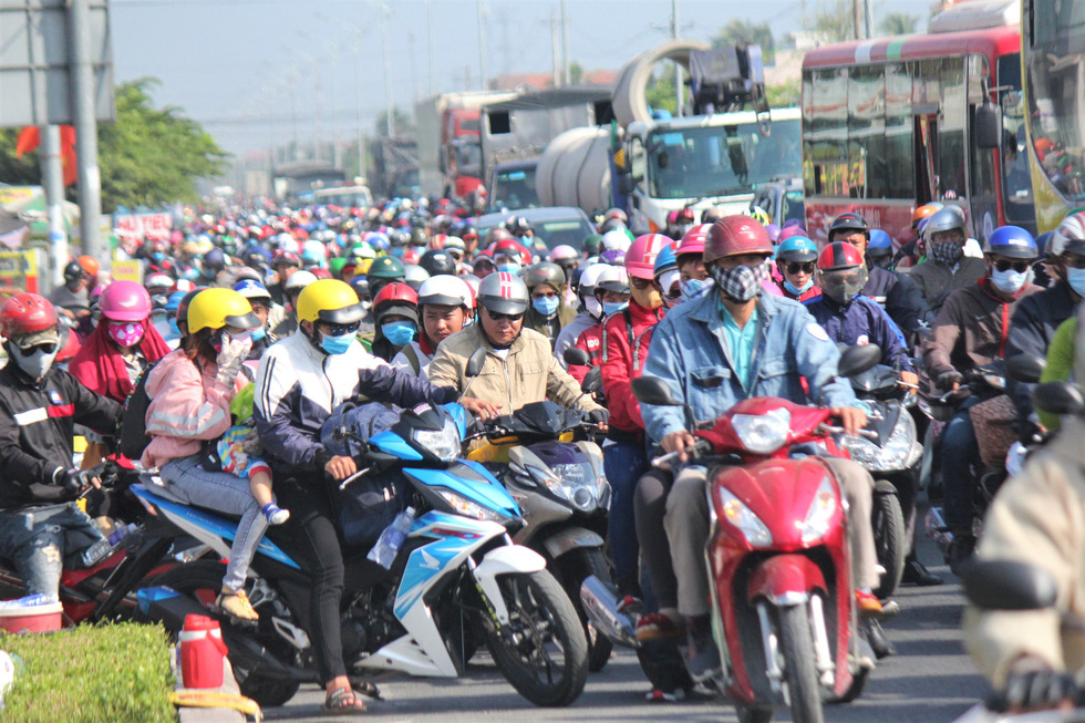 Mass migration back to Mekong Delta from Ho Chi Minh City for Tet