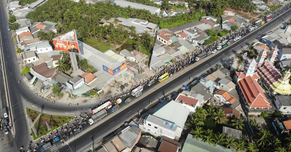 The mass migration through Tien Giang Province on January 22, 2020. Photo: Mau Truong / Tuoi Tre
