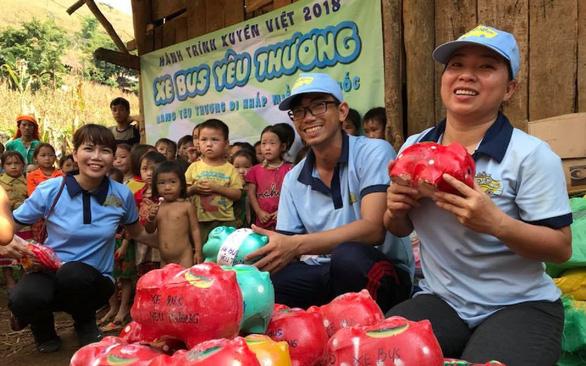 'Love Bus'carries hope to needy children in rural Vietnam
