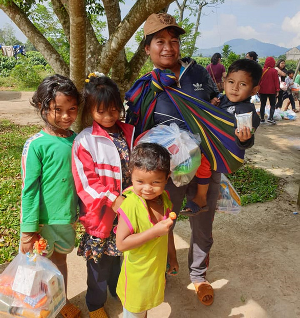 Underprivileged children and resident receive gifts from Xe Bus Yeu Thuong in this file photo