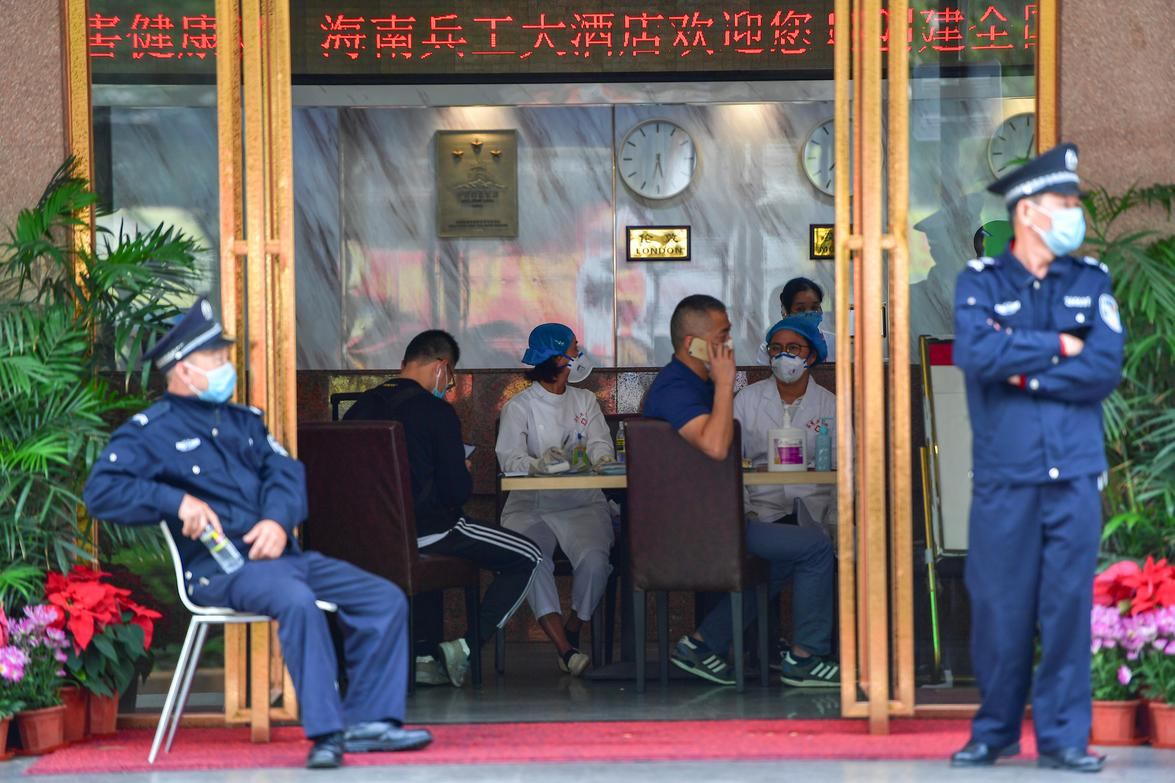 Medical staff are seen at a hotel lobby where tourists from Hubei province, the center of the coronavirus outbreak, will have 14-day centralized medical observation, in Haikou, Hainan province, China January 25, 2020. Photo: Reuters