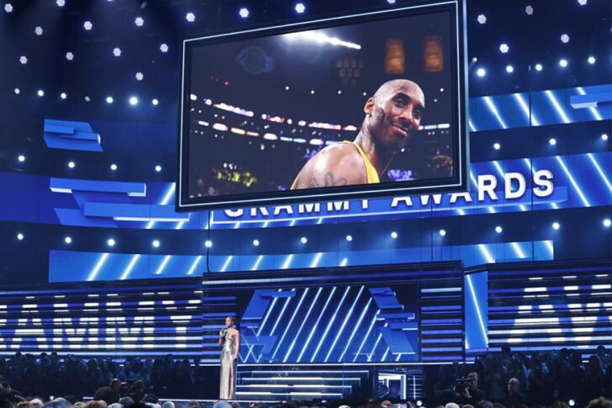 Show host Alicia Keys speaks about the passing of NBA basketball player Kobe Bryant (seen on large screen) at the 62nd Grammy Awards in Los Angeles, California, U.S. on January 26, 2020. Photo: Reuters