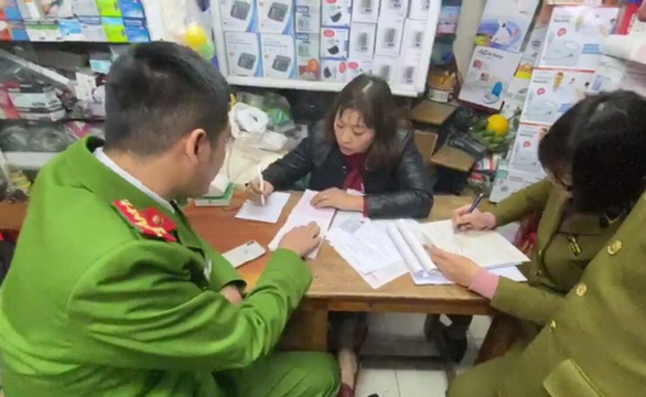 Police is working with representatives from a pharmacy which hiked face masks price over a new coronavirus outbreak in Hanoi. Photo: Supplied