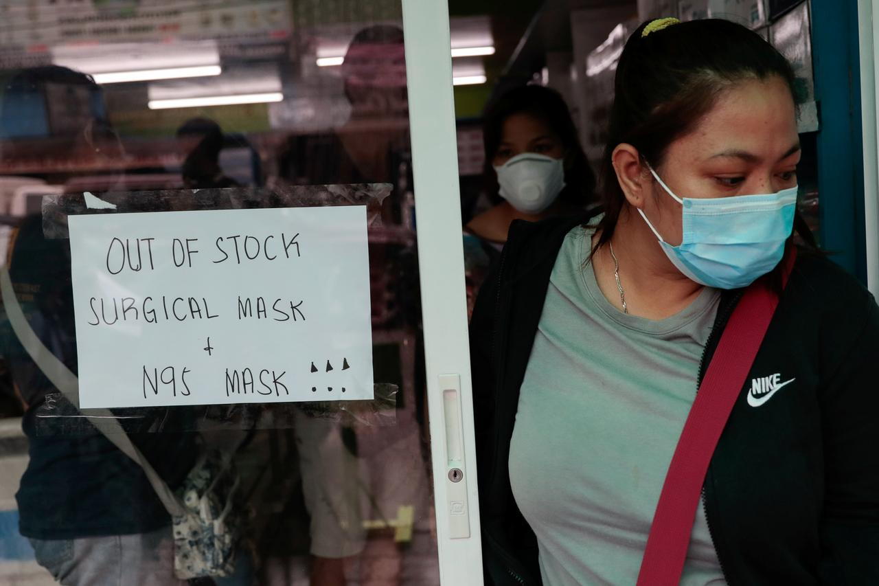 A sign is posted on a medical supply store that says surgical and N95 masks are already out of stocks in manila, the Philippines, January 31, 2020. Photo: Reuters
