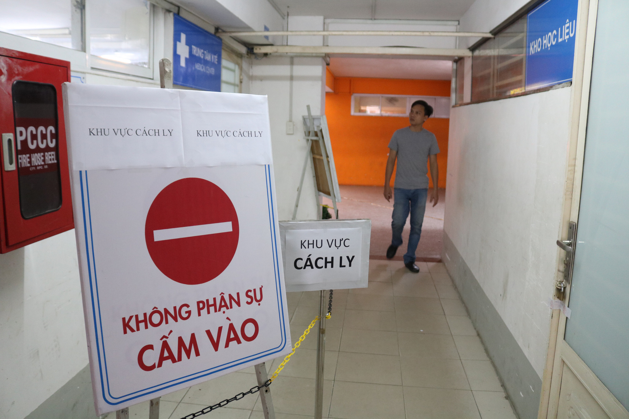 A quarantine area is established at the Ho Chi Minh City University of Technology. Photo: Ngoc Phuong / Tuoi Tre