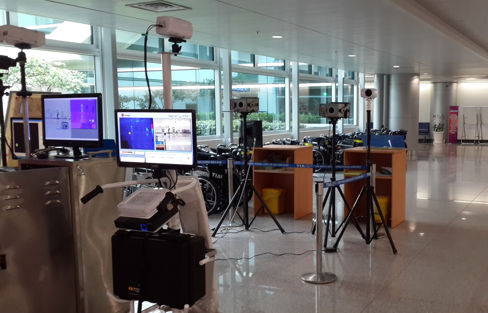 Full-body temperature scanners are installed at Tan Son Nhat International Airport in Ho Chi Minh City. Photo: Van Hao / Tuoi Tre