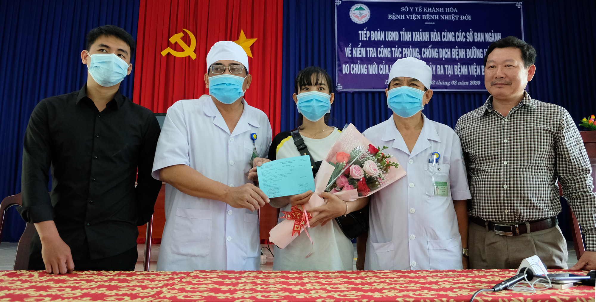 Vietnamese hotel receptionist recovers from new coronavirus infection