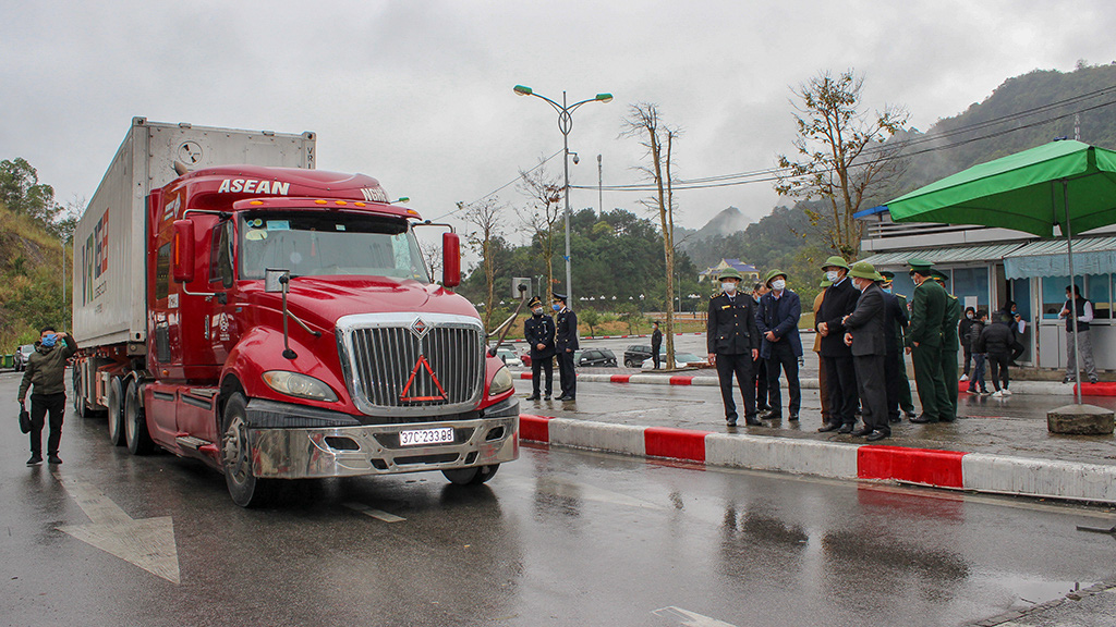 A trailer tractor is thoroughly examined before entering Lang Son Province.