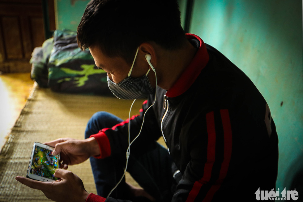 A man plays games on a mobile phone at the Military School of Lao Cai Province in northern Vietnam. Photo: Nguyen Khanh / Tuoi Tre