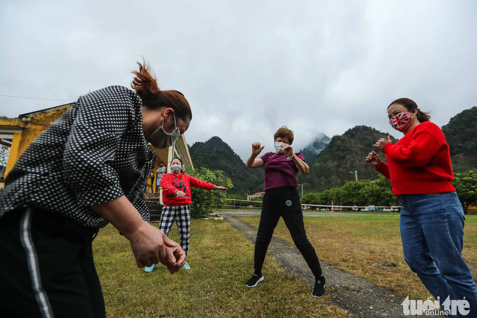 Women in quarantine for the novel coronavirus dance to music at the Military School of Lao Cai Province in northern Vietnam. Photo: Nguyen Khanh / Tuoi Tre