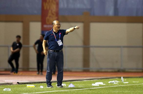 Tantrum costs Vietnam's football head coach $5,000, 4-match suspension