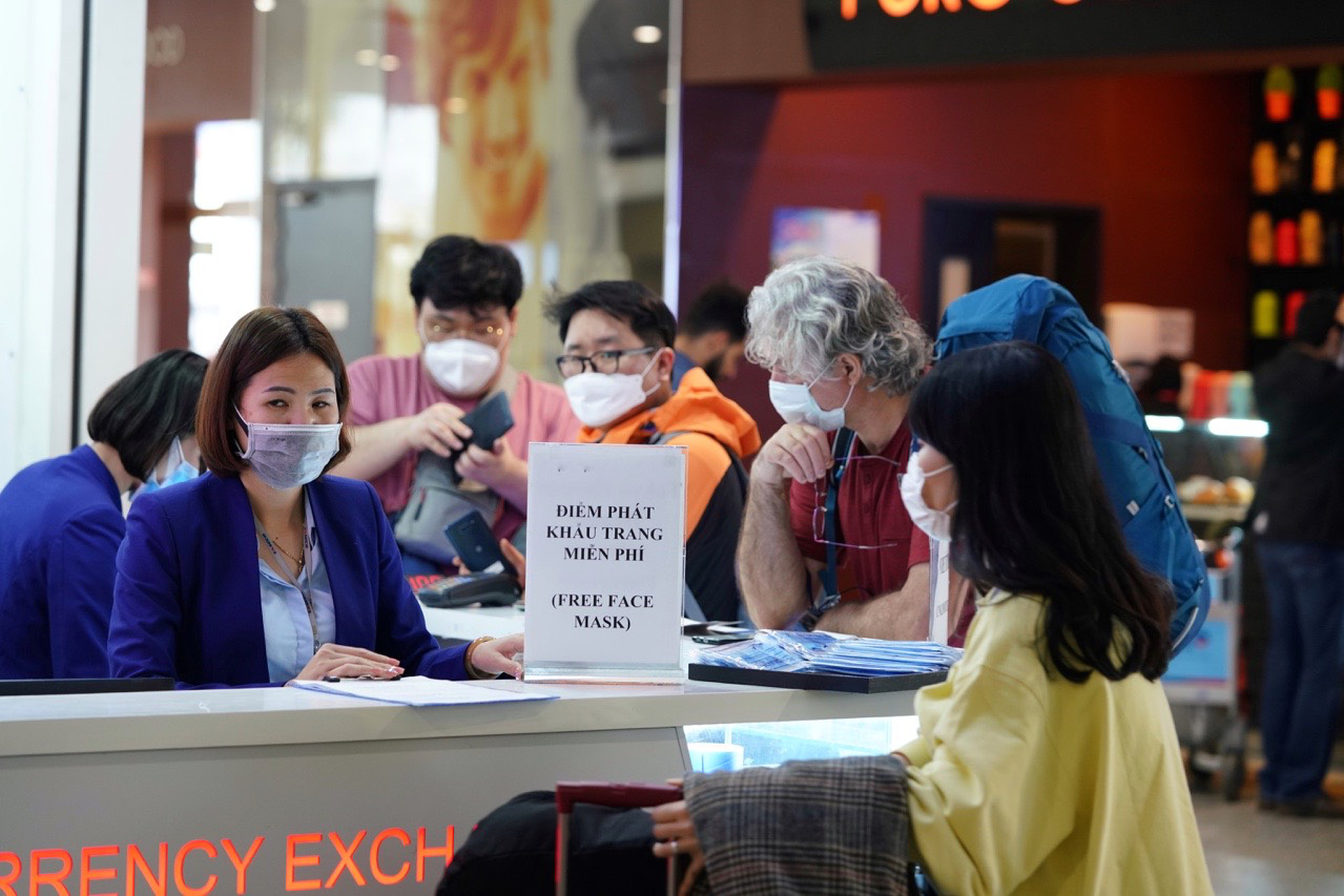 Three foreigners denied entry at Vietnam airport for having traveled to coronavirus-hit areas