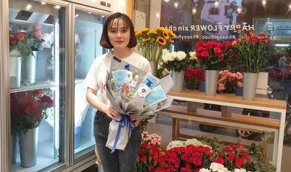 Coronavirus-inspired bouquets a novel Valentine's gift in Vietnam