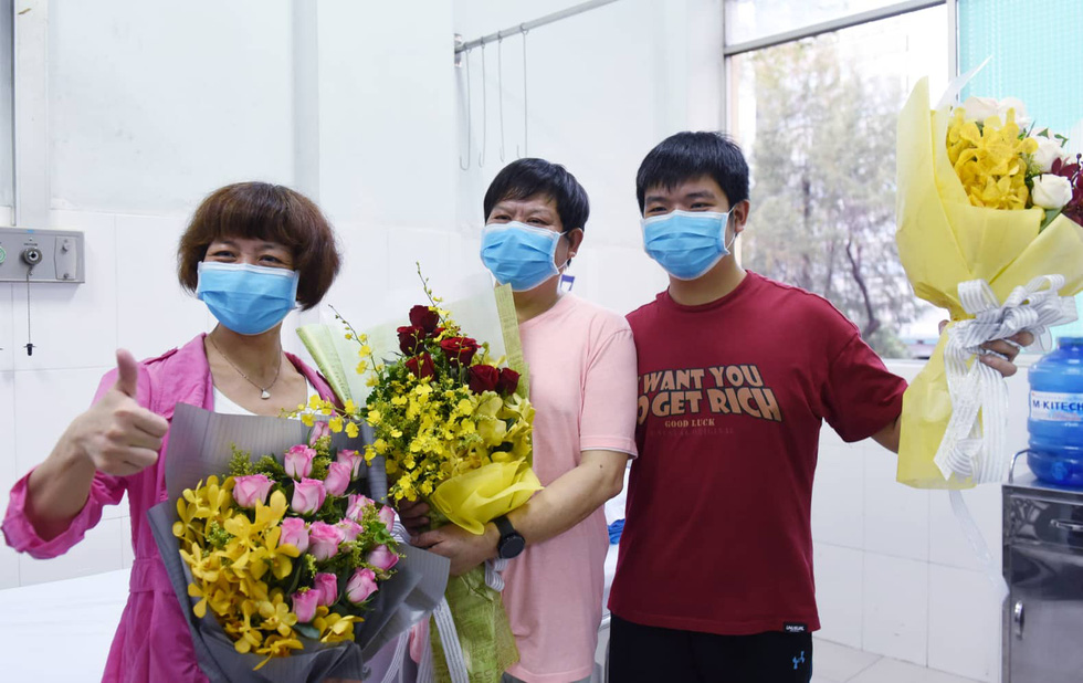 Li Ding said that his son and him had been well cared for by Cho Ray doctors. He said he would remember the healthcare workers at the hospital forever. Photo: Duyen Phan / Tuoi Tre