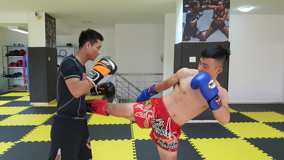 Thai Ngoc Vinh (left) and Le Van Huong engage in practice combat at Hac Bao gym in Thu Duc District, Ho Chi Minh City. Photo: Me Thuan / Tuoi Tre