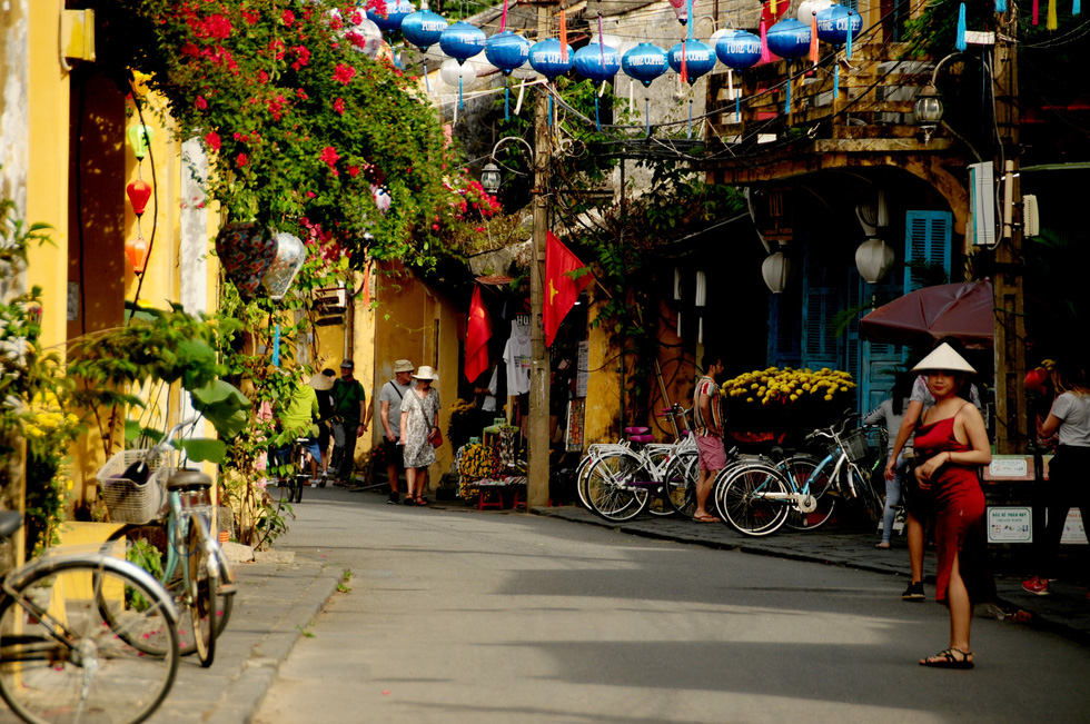 Древний город Хойан спокоен на фоне паники от коронавируса (ФОТО)