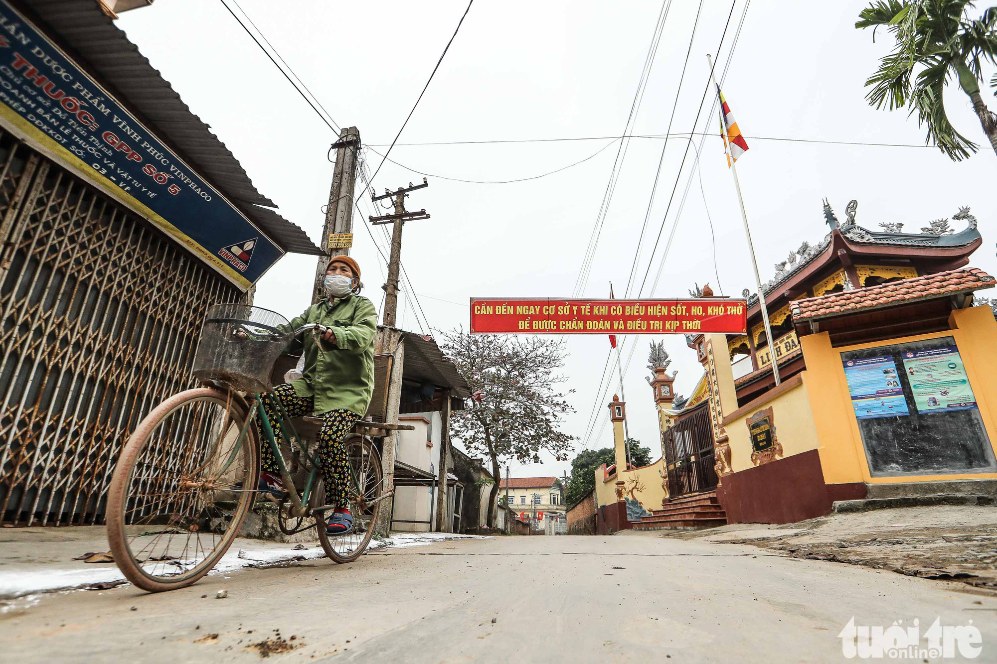 A banner with a slogan on COVID-19 prevention is hung in Ai Van village in Son Loi Commune, Binh Xuyen District, Vinh Phuc Province, Vietnam in this photo taken on February 11, 2020. Photo: Nguyen Khanh / Tuoi Tre