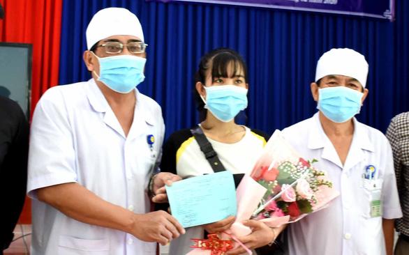 How are doctors in Vietnam treating patients with new coronavirus disease?