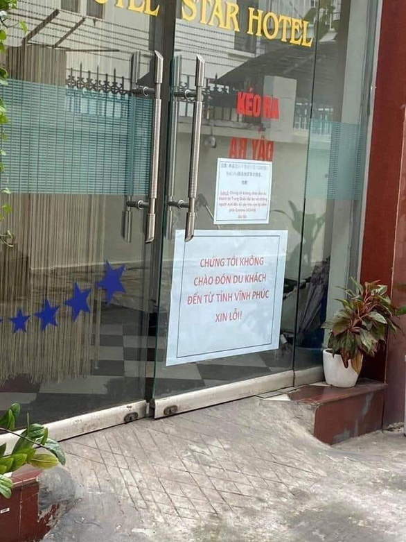 A photo on Facebook captures a notice posted on the entrance of a hotel that says customers from Vinh Phuc Province are not welcomed on the premises.
