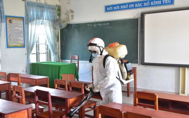 A worker disinfects a classroom in Thua Thien - Hue Province, Vietnam. Photo: Ngoc Minh / Tuoi Tre