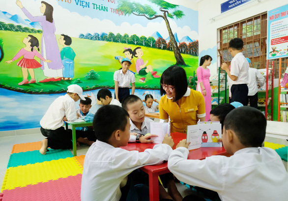 Children read books in a library in Lam Dong, located in the Central Highlands of Vietnam. Photo: Mai Vinh / Tuoi Tre