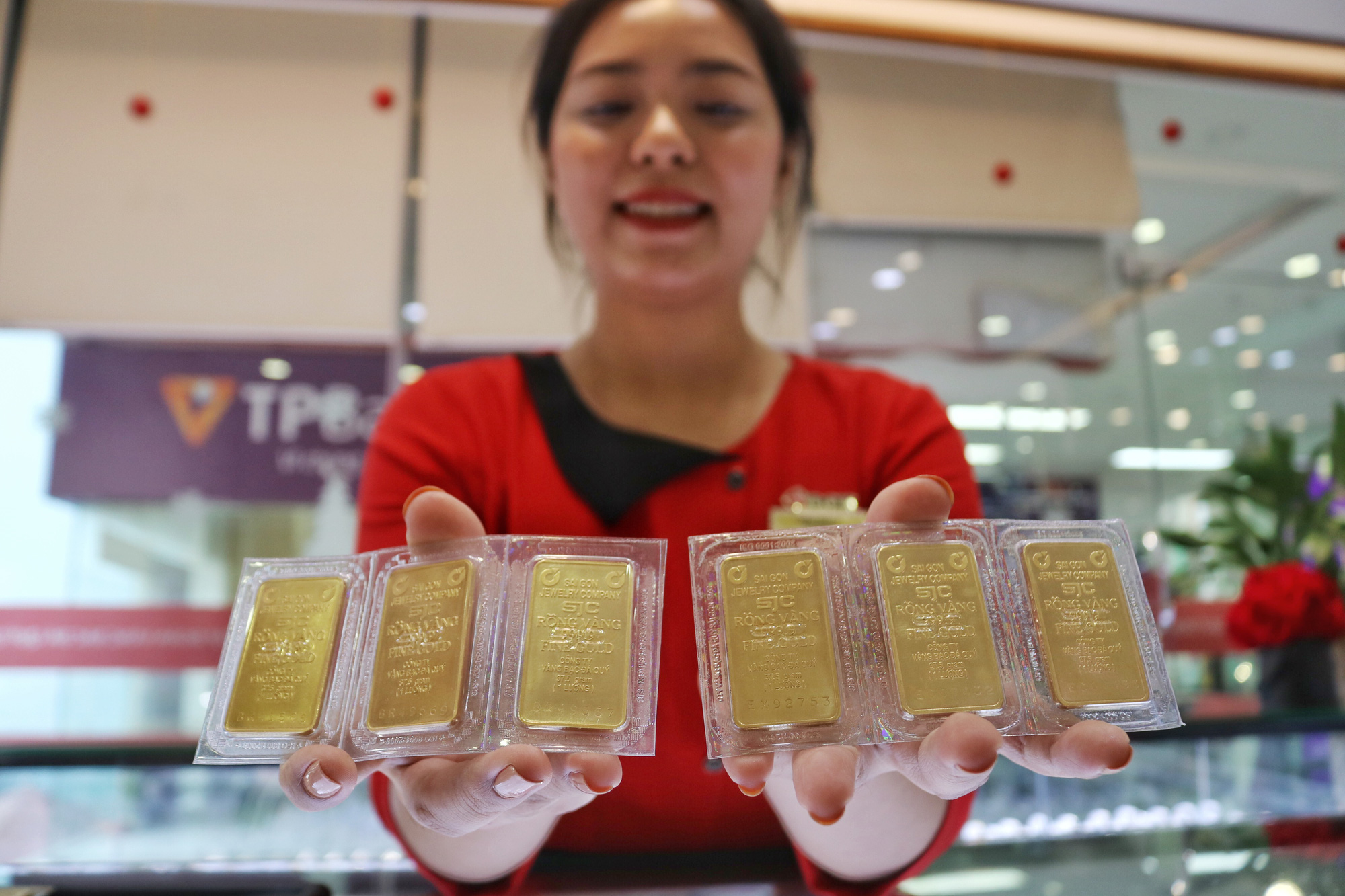 COVID-19 sends Vietnam's gold price soaring to 8-yr high