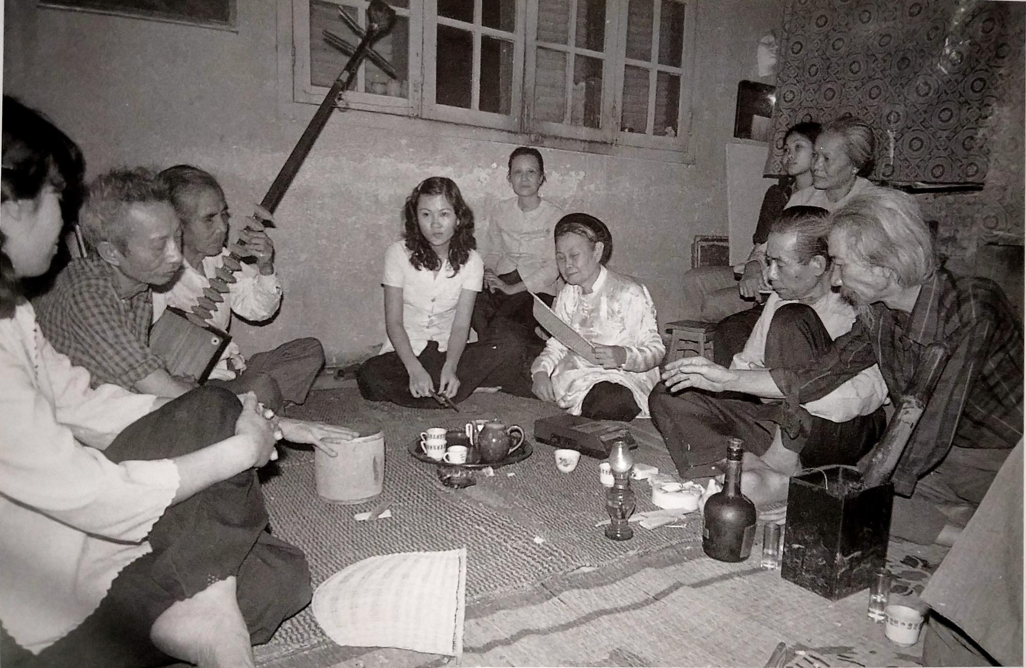 A 'ca tru' performance at a house in Hanoi. Photo: Ha Tuong / Tuoi Tre