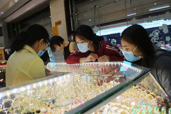 Gold prices drop after soaring to record high in Vietnam