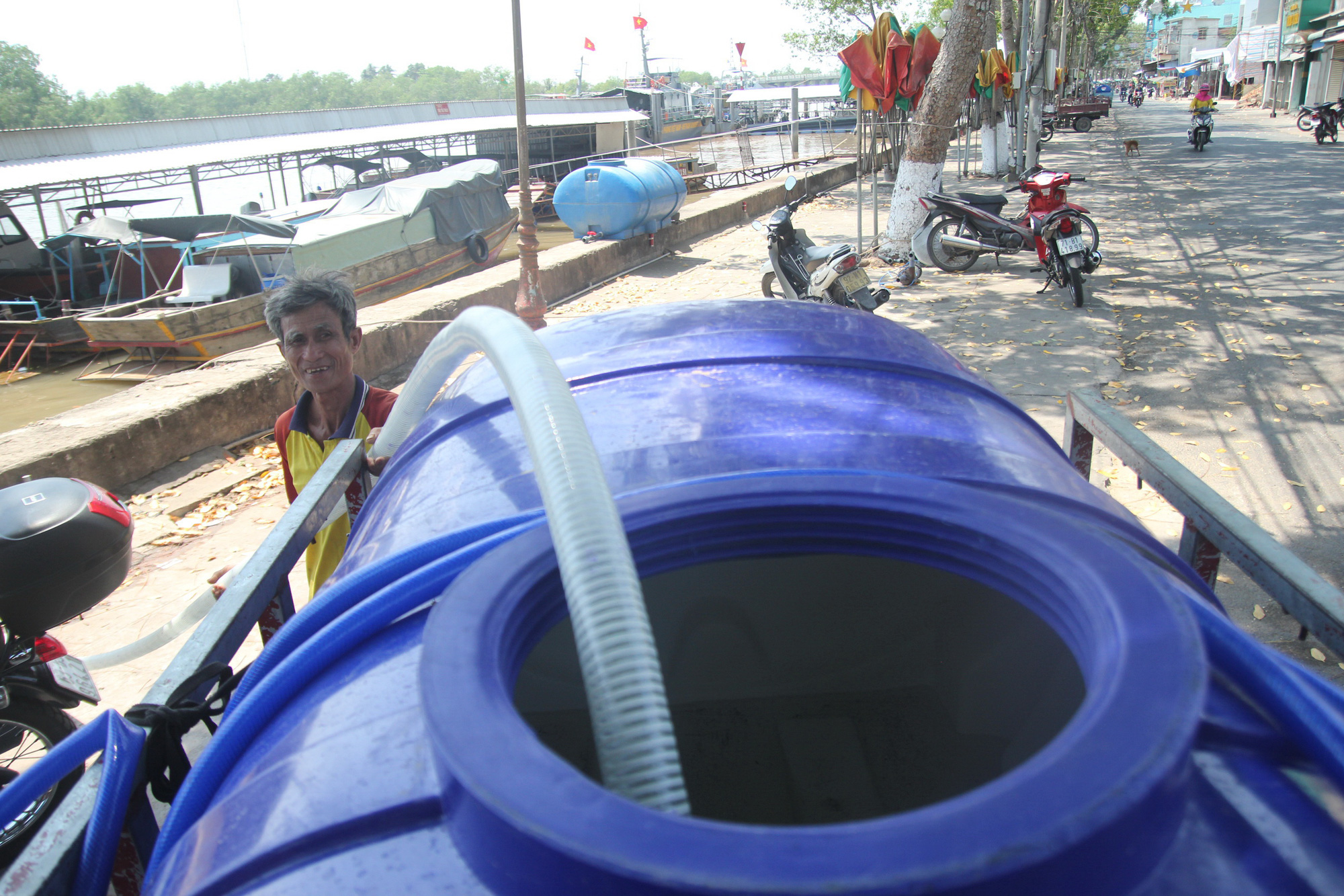 Water scarcity hits Vietnam's Mekong Delta due to serious salt intrusion