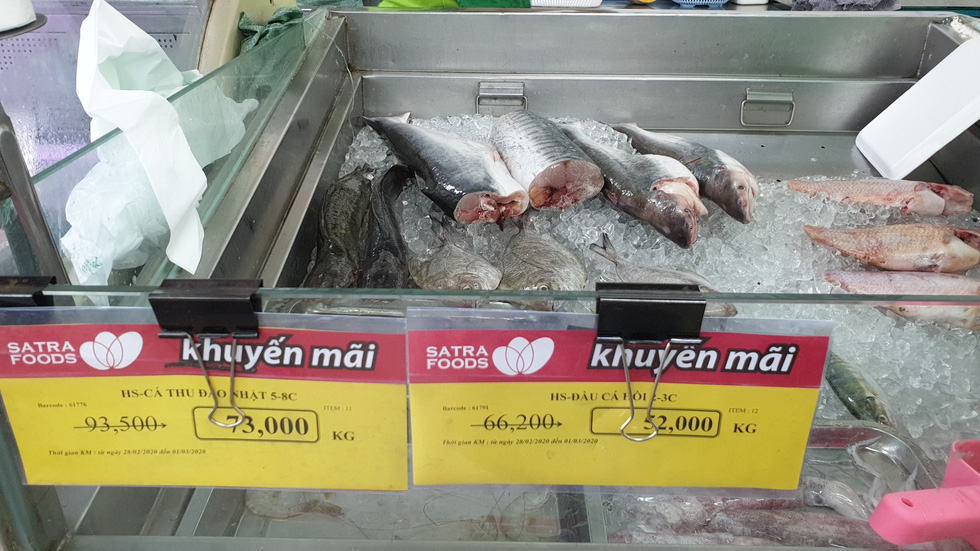 Fish was on discount at a Satrafood store in Phu Nhuan District, Ho Chi Minh City, on March 1, 2020. Photo: Bong Mai / Tuoi Tre