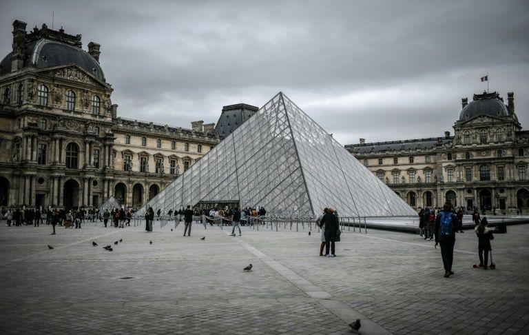 Paris's Louvre museum closes over staff coronavirus fears