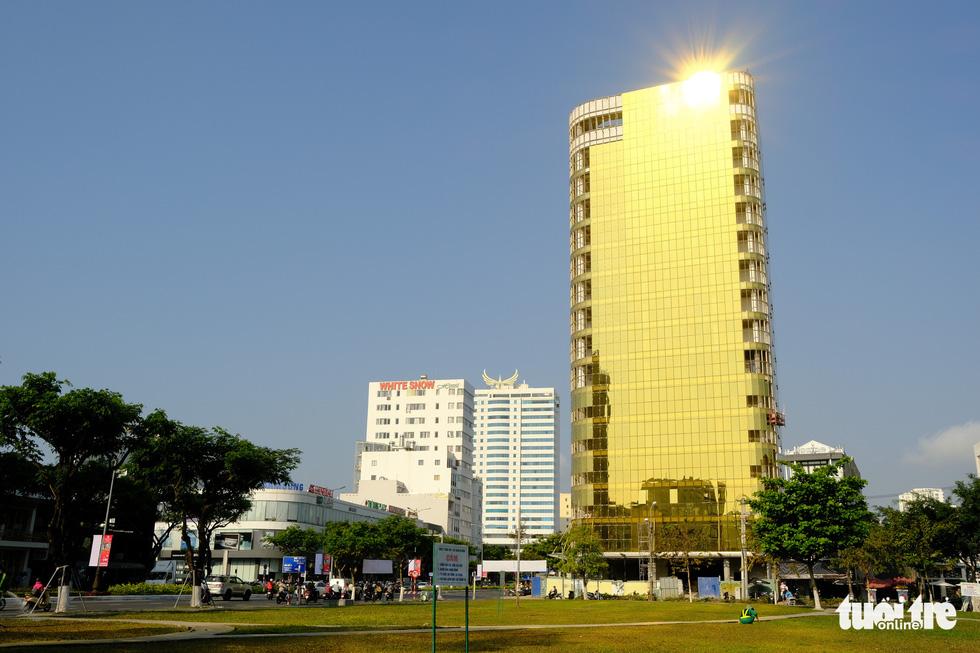 Buildings prove a dazzling eyesore in Da Nang