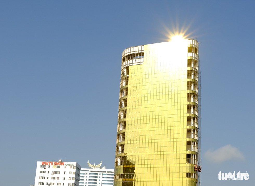The SHB Da Nang Service Office and Shopping Center. It is dazzling, isn't it? Photo: Tan Luc / Tuoi Tre