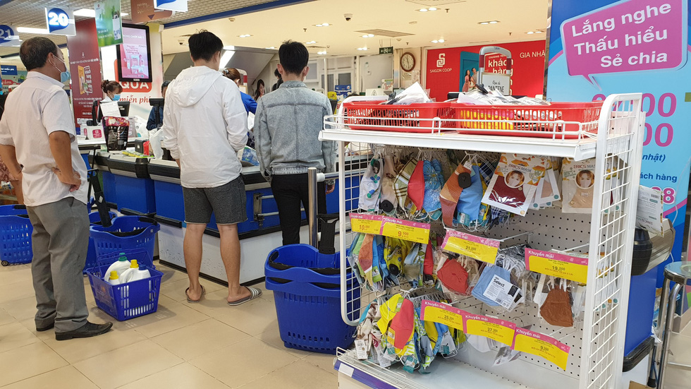 A shelf of cloth face masks is put next to a check-out counter at a Co.opmart supermarket in Phu Nhuan District, Ho Chi Minh City, on March 1, 2020. Photo: Bong Mai / Tuoi Tre