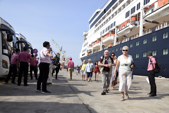 Ship carrying almost 700 European, Australasians docks at Vietnam port