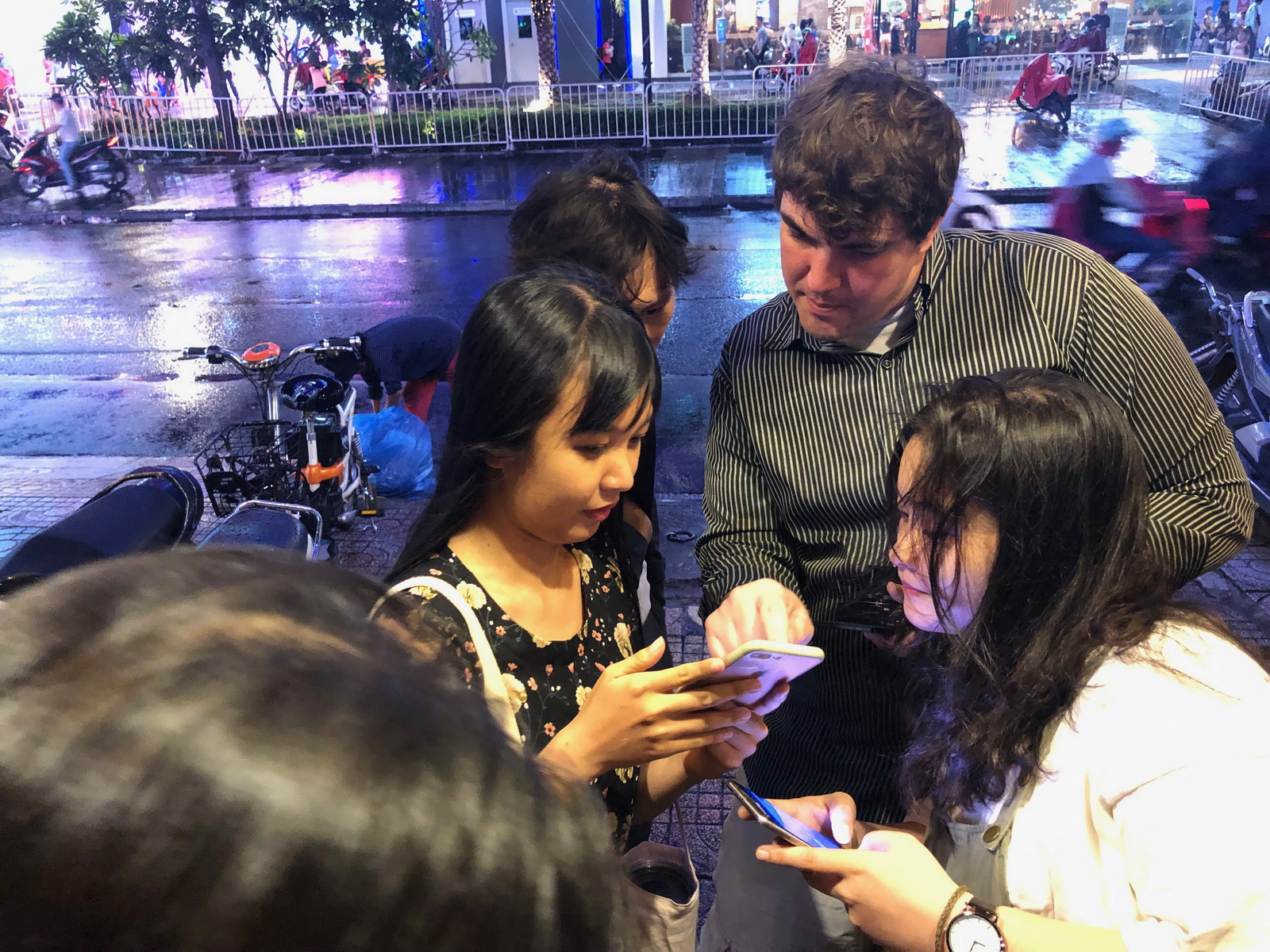American stand-up comedian Ben Betterby is surrounded by young fans after a performance at a coffee shop in Ho Chi Minh City, Vietnam. Photo: Hong Van / Tuoi Tre News