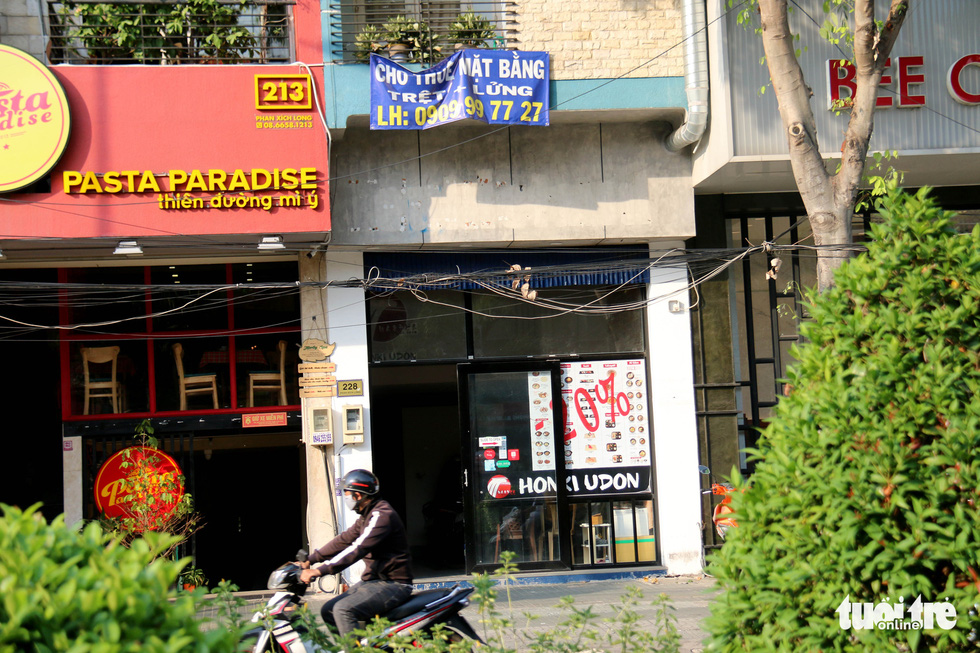A location of the Honki Udon restaurant franchise is shuttered on Phan Xich Long Street in Phu Nhuan District, Ho Chi Minh City. Photo: Ngoc Hien / Tuoi Tre