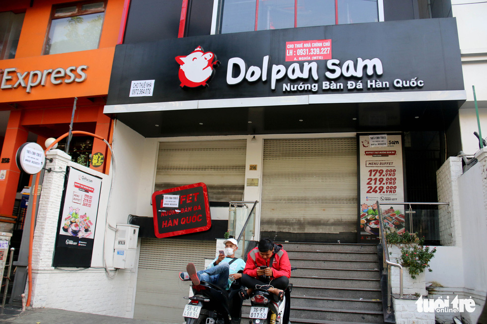 A location of the Dolpan sam restaurant franchise is shuttered on Phan Xich Long Street in Phu Nhuan District, Ho Chi Minh City. Photo: Ngoc Hien / Tuoi Tre