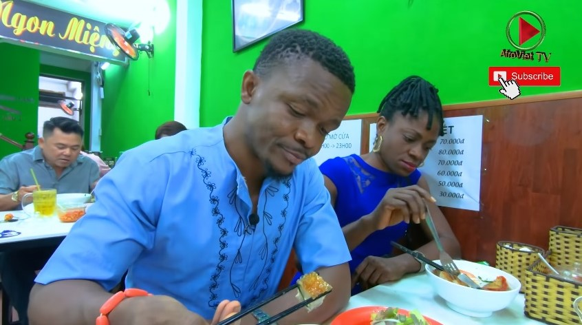 In a video on Afro Viet TV, Nnadozie Uzor Nadis takes his cousin who visited from Nigerian to try bun mam (a delicacy from Mekong Delta) in a restaurant in Ho Chi Minh City