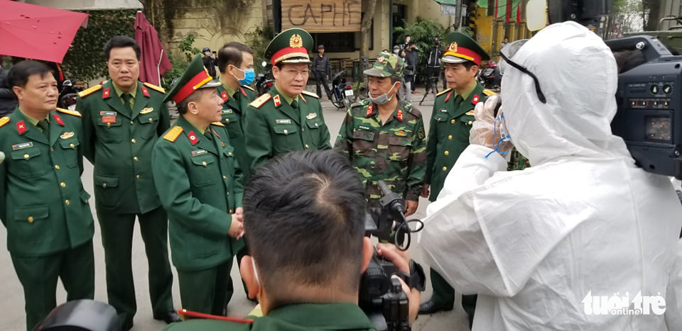 Army forces are deployed for disinfection at 17th COVID-19 patient's neighborhood on March 7, 2020 in Hanoi. Photo: Ha Thanh/ Tuoi Tre