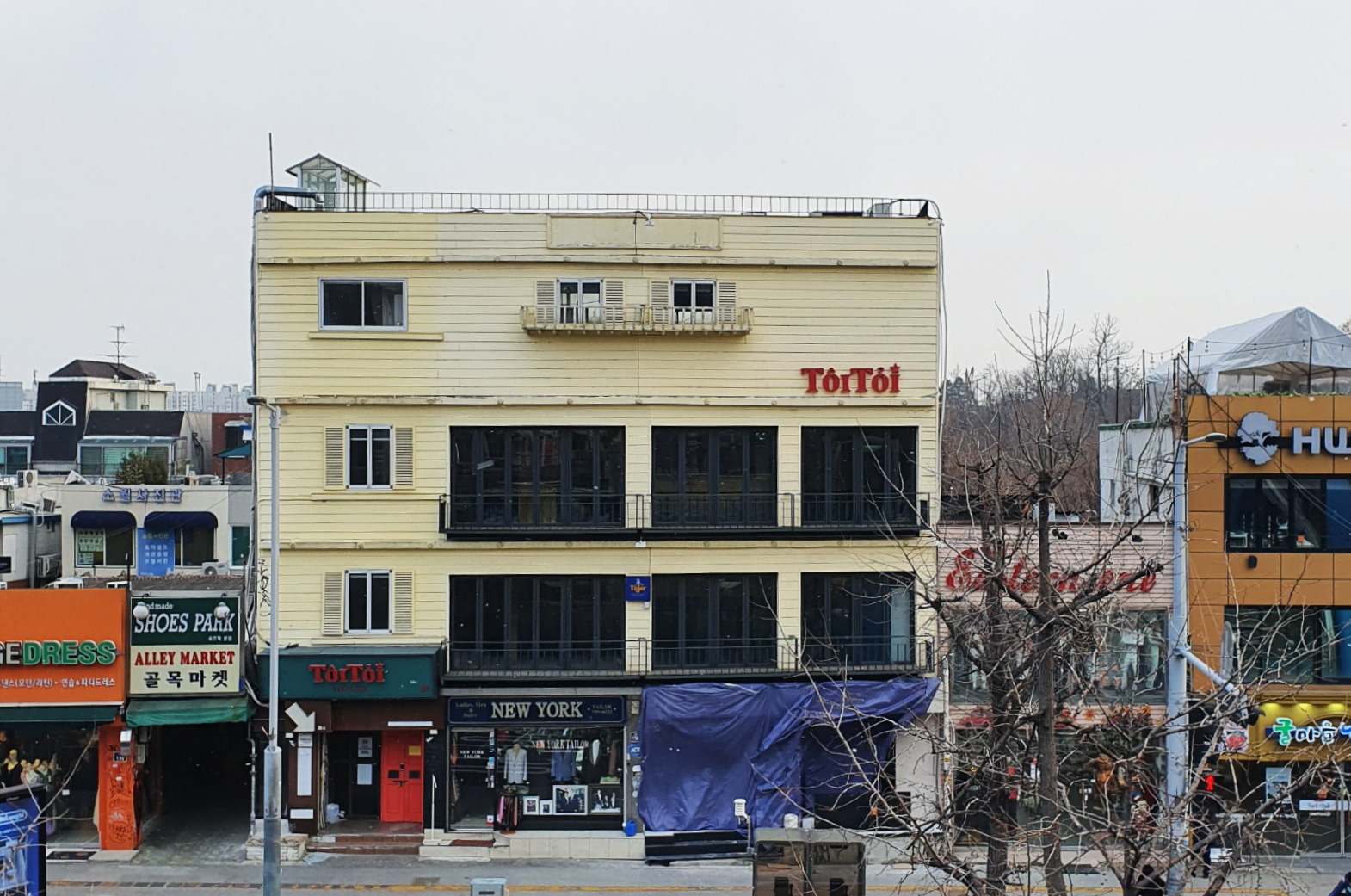 Toi Toi, a Vietnamese restaurant which appeared briefly in an episode of 'Itaewon Class,' is seen in this photo. This now-closed restaurant served Vietnamese cuisine such as pho, spring rolls, banh mi, and Vietnamese coffee. Photo: Le Dung / Tuoi Tre