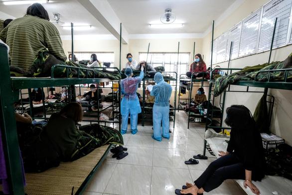 Hanoi releasing 1,800 from quarantine camps