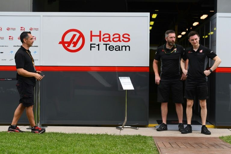 Three F1 team members tested for virus at Australian GP