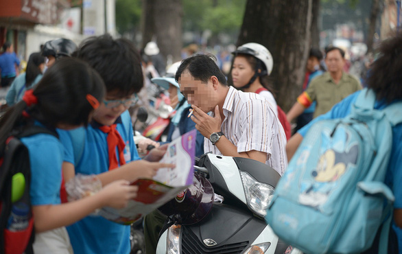 A man smokes on the sidewalk in Ho Chi Minh City. Photo: Quang Dinh/ Tuoi Tre