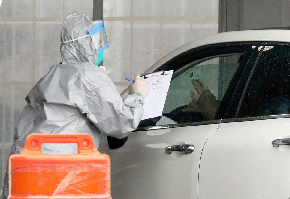 U.S. hospitals say coronavirus school closures add to staffing pressure